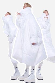 Norma Kamali Resort 2019 Fashion Show Collection: See the complete Norma Kamali Resort 2019 collection. Look 8 Vogue, Harajuku Fashion, Fashion Outfits, High Fashion, Womens Fashion, Norma Kamali, Oversized Coat, Winter Trends, Fashion Show Collection