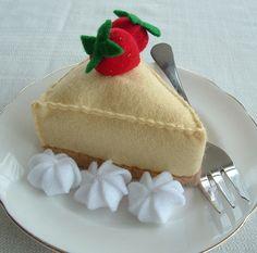 Delightfully pretty felt strawberry cheesecake. #felt #crafts #food #felt_food #DIY #cute #kawaii #cheesecake