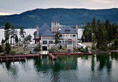 Montana's Shelter Island Estate on Flathead Lake #mansion #dreamhome #dream #luxury http://mansion-homes.com/dream/montanas-shelter-island-estate-on-flathead-lake/?viewall=true