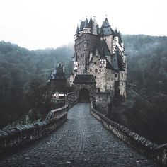 Have you ever seen this castle in real life? 🤔😊