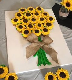 Sunflower Cupcakes, Sunflower Party, Sunflower Baby Showers, Sunflower Cake Ideas, Peacock Cupcakes, Ladybug Cupcakes, Kitty Cupcakes, Snowman Cupcakes, Pull Apart Cupcake Cake