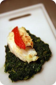 Más que delicioso este plato de bacalao sobre espinacas.