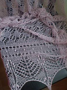 Estonian Shawl by Michele Alberg, free pattern on Ravelry ... thank you primenumbergirl