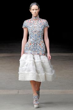 See the complete Alexander McQueen Fall 2011 Ready-to-Wear collection.