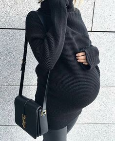 Black on black maternity, Pregnancy is one of the greatest dreams for a woman. A woman enters into a dream with the symptoms of pregnancy. Pregnancy announcements are announced in the best way. The infant announcement is shared with the complete family. Winter Maternity Outfits, Stylish Maternity, Maternity Wear, Cute Pregnancy Outfits, Maternity Swimwear, Pregnancy Clothes, Pregnancy Wardrobe, Outfit Winter, Pregnancy Looks