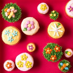"""Easy and festive dessert idea: Start with vanilla cupcakes, then pipe on green frosting """"grass,"""" then add assorted jelly beans for eggs! Cute Easter Desserts, Easter Cookie Recipes, Easter Cookies, Easter Treats, Fun Desserts, Easter Food, Dessert Recipes, Dessert Ideas, Easter Dinner"""