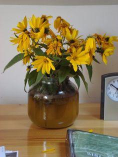Dobrze, że wróciłaś, kwiaty w wazonie znów oswojone,  cicho piją wodę