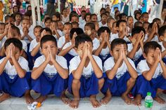 Group Praying :: Yangon (仰光) Myanmar