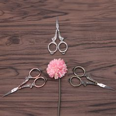 Your place to buy and sell all things handmade Vintage Scissors, Sewing Scissors, Embroidery Scissors, Hand Embroidery Patterns, Cross Stitch Thread, Sewing Tools, Vintage Floral, Bronze, Antiques