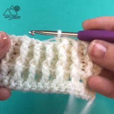 to Crochet the Single Rib Stitch Video Tutorial Learn to crochet the stretchy single rib crochet stitch with a video tutorial by Winding Road Crochet.Learn to crochet the stretchy single rib crochet stitch with a video tutorial by Winding Road Crochet. Crochet Stitches Patterns, Knitting Stitches, Knitting Patterns, Beginner Knitting, Baby Hat Patterns, Shawl Patterns, Ribbed Crochet, Free Crochet, Crochet Shawl