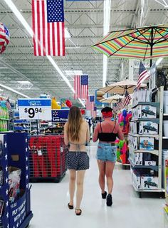 Whenever you read Walmart on the store, you might think it's only for shoppers. However, people of Walmart are so ridiculous that they will make you laugh out loud whole day. People Of Walmart, Only At Walmart, Funny People, Crazy People, Walmart Humor, Walmart Shoppers, Walmart Pictures, Epic Fail Pictures, Gif Pictures