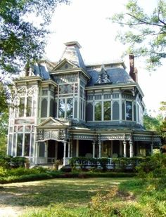 The old mansion.  Maybe some day I can live in a place like this.