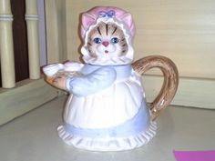 CUTE Cat with Blue & White Dress Teapot by Herritage Mint (ty mjo 2013)