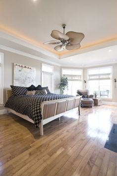 Saw a ceiling fan like this while apartment hunting one time. Was tempted to go back in after the landy told us they gave the place to someone else and steal the fan!