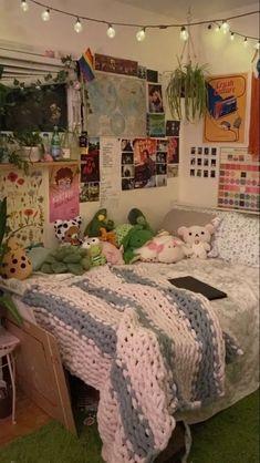 Indie Bedroom, Indie Room Decor, Cute Room Decor, Aesthetic Room Decor, Cute Bedroom Ideas, Room Ideas Bedroom, Bedroom Decor, Bedroom Inspo, Chill Room