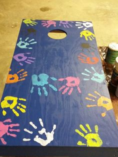 Corn Hole Boards for grandparents. Children handprints with parents in middle. Corn Hole Boards for School Auction Projects, Class Art Projects, Classroom Projects, Diy Craft Projects, Class Auction Item, Auction Ideas, Welding Projects, Project Ideas, Custom Cornhole Boards