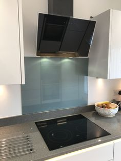 Induction AEG hob, Elica Shire Extractor with Cirrus glass splashback gives a pop of colour with a metallic shimmer. It's a classic, cool & very contemporary kitchen.