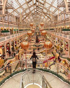 """〽️arianela 🇦🇷 on Instagram: """"#Dublin Queda poco para #navidad 🎄 y se nota. Hoy recorrí las calles de Dublín y me encontré con todo esto 😍🇮🇪 🎅 (más info en mis…"""" Carousel, Ferris Wheel, Ireland, Fair Grounds, Travel, Instagram, Note, Street, Xmas"""