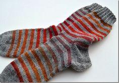 socks & co Knitting Socks, Hand Knitting, Lots Of Socks, Knit Crochet, Crochet Hats, Knitted Slippers, Couture, Hosiery, Mittens