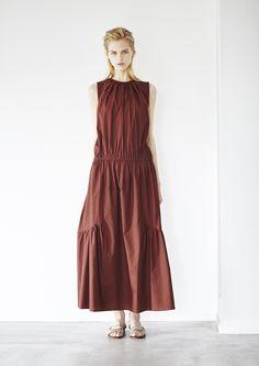 「エリン(ELIN)」が東京で2016年春夏コレクションを発表した。 Quirky Fashion, Modest Fashion, Fashion Dresses, Fashion Looks, Modest Dresses Casual, Simple Dresses, Dress For Summer, Summer Dresses, Modele Hijab