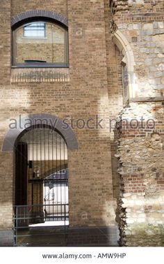 Juxtaposition Of New Building And The Ruins Of Winchester Palace Stock Photo, Royalty Free Image: 15341409 - Alamy