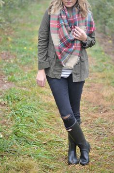 What to Wear Apple Picking - Fizz and FrostingFizz and Frosting Apple Orchard Photography, Hunter Boots Outfit, Rainy Day Fashion, Popular Outfits, Boot Shop, Plaid Scarf, What To Wear, Cute Outfits, Nordstrom