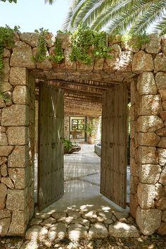 mediterranean homes exterior modern Mediterranean Garden Design, Mediterranean Homes, Tuscan Homes, Mediterranean Architecture, Home And Garden Store, Backyard, Patio, Stone Houses, Exterior Design