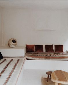 living with texture. / sfgirlbybay minimalist built-in seating area with mixed fabric cushions and pillows. Minimalist Home Decor, Minimalist Living, Minimalist Bedroom, Modern Living, Minimalist Scandinavian, Scandinavian Living, Minimalist Lifestyle, Simple Living, Modern Minimalist
