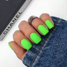 12 Nagel und Nagellack Trends 2020 - Rock the New Year Neon Acrylic Nails, Gel Nails, Manicures, Pastel Nails, Pedicure Nails, Neon Green Nails, Neon Green Outfits, Pointy Nails, Nagellack Trends