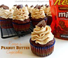 Reese's Peanut Butter Cupcakes (she: Jana) Yummy Treats, Delicious Desserts, Sweet Treats, Yummy Food, Reeses Peanut Butter Cupcakes, Peanut Butter Cups, Reeces Cupcakes, Reeses Cake, Cupcake Recipes