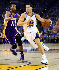 Description of . Golden State Warriors' Klay Thompson (11) drives the ball against Los Angeles Lakers' Wesley Johnson (11) in the first quarter of their game at Oracle Arena in Oakland, Calif., Saturday, Nov. 1, 2014. (Anda Chu/Bay Area News Group)