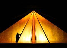 Anish Kapoor creates set design for English National Opera