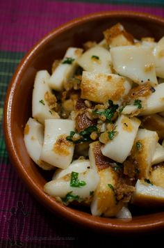 Cuttlefish tapas with garlic and coriander Sea Food Salad Recipes, Fish Recipes, Seafood Recipes, Healthy Recipes, Fingers Food, Food Porn, Seafood Dinner, Snack, Summer Recipes