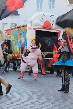 KarnevalsKoloritterne. Fat lady in freak circus