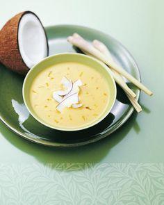 Sonnige Kokos-Curry-Suppe Rezept - SONNENTOR.com Cheeseburger Chowder, Soup, Fruit, Chili, Curry Soup, Coconut Curry, Lemon Grass, Coconut Milk, Potato Soup