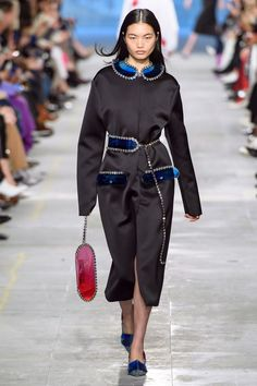 Christopher Kane Fall 2019 Ready-to-Wear Fashion Show - Vogue Fashion 101, Vogue Fashion, Daily Fashion, Runway Fashion, Fashion Trends, Mens Fashion, Fashion Inspiration, Female Fashion, London Fashion