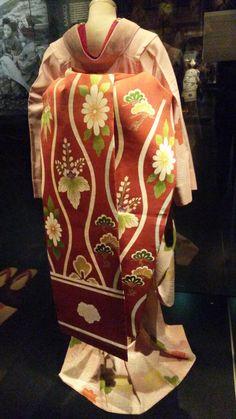 Geisha exhibition in Leiden, Netherlands. Kimono Japan, Japanese Kimono, Modern Kimono, Folk Clothing, Kimono Design, Kimono Fabric, Japanese Outfits, Folk Costume, Japanese Beauty