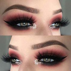 Smokey Eyes with Inner Corner Sparkle