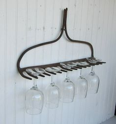 I can't even remember when I started a search for a rusted rake, but I have yet to find one. When I do, this idea will make its home in my kitchen. Идеи для дома Home and garden ideas Wine Glass Holder, Glass Rack, Bbq Area, Outdoor Kitchen Design, Outdoor Kitchens, Jewelry Organization, Organizer, Home Projects, Farmhouse Decor
