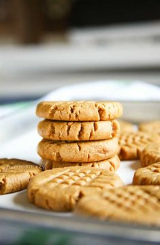 Making peanut butter cookies doesn't get any easier than these Peanut Butter Cookies that are so soft & chewy. You better make a double batch! Easy Cookie Recipes, Best Dessert Recipes, Easy Desserts, Holiday Recipes, Delicious Desserts, Yummy Food, Easy Recipes, Oatmeal No Bake Cookies, Cookies Soft