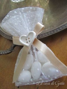 Sacchettini-bomboniere in tulle bianco a pois, by ♥La casa di Gaia♥, 3,50 € su misshobby.com Tulle, Easter Crafts, Embroidery Stitches, Confetti, Bridal Dresses, Cake Toppers, Baby Gifts, Party, Christmas