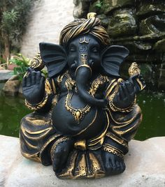 Ganesha é o deus removedor dos obstáculos, guardião do conhecimento, senhor da inteligência e da sabedoria. Segundo os hindus, quem segue seus ensinamentos alcança, em primeiro lugar, o equilíbrio. As demais graças – saúde, sucesso, prosperidade e riqueza – são consequências da sabedoria suprema. 🍂 Ganesha em resina, mede 25cm || R$130 + frete 🍂 . . #minadasarte #ganesha #ganesh #ouro #sabedoria #conhecimento #hindu #prosperidade #india #amor #decor #decoração #goodvibes #arte #artesanato… Ganesh Idol, Ganesha Art, Krishna Art, Lord Shiva Hd Wallpaper, Hanuman Wallpaper, Shri Ganesh Images, Ganesh Lord, Lord Ganesha Paintings, Buddha Decor