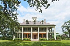 When the Louisiana plantation was completed in 1828, Houmas House was much admired for its sweeping galleries and the belvedere that crowns the structure. There are also two rare garçonnières, one of which now houses a handsome bar with an extensive bourbon collection.