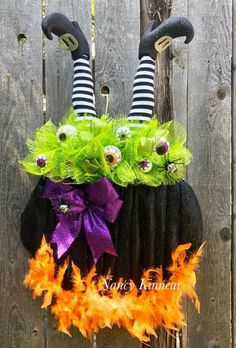 Details about Come In For A Spell Witch Cauldron With Spider Halloween Wreath Deco Mesh Halloween Mesh Wreaths, Diy Halloween Decorations, Spooky Halloween, Holidays Halloween, Holiday Wreaths, Dollar Store Halloween, Halloween Crafts, Holiday Crafts, Happy Halloween