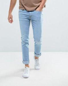 Compra Vaqueros de corte slim con lavado en azul claro de Casual Friday en  ASOS. Descubre la moda online.