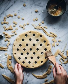 There is just something very special and therapeutic about making pie.. I havent made one in what feels like ages. I have a feeling that this apple season will change that.. What's your favorite pie? I love apple+pear.. No, wait, actually I love all of them!  #lomelinospajer