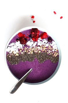 Coconut Berry Smoothie Bowl - A delicious healthy smoothie bowl packed with antioxidants and protein. Vegan, gluten free and delicious.