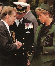 May 1991 Princess Diana and Prince Charles with Vaclav Havel at a wreath laying ceremony at the Commonwealth War Cemetery, Prague, Czechoslovakia Princess Diana And Charles, Royal Princess, Princess Of Wales, Prince Charles, Spencer Family, Lady Diana Spencer, English Royal Family, Princess Diana Pictures, Elisabeth