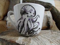 RĘCZNIE MALOWANY KUBEK - OŚMIORNICA Mugs, Tableware, Art, Art Background, Dinnerware, Tumblers, Tablewares, Kunst, Mug