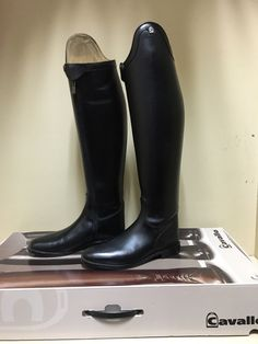 Cavallo Insignis Dressage Boot US 7.5 (37cm calf 50cm height) *New with Defects*